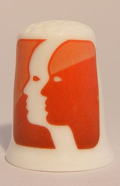 For sale 3.95 Euro >> Gemini zodiac horoscope porcelain thimble - Speelgoedenverzamelshop.nl