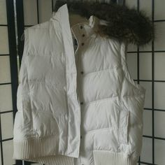 Worn once white gap vest with hood Worn once. White gap hooded vest. Adjustable and detachable fur trimmed hood. Zipper and button closure. 2 outside pockets. 1 on each side. 1 velcro pocket inside. Smoke free home . GAP Jackets & Coats Vests