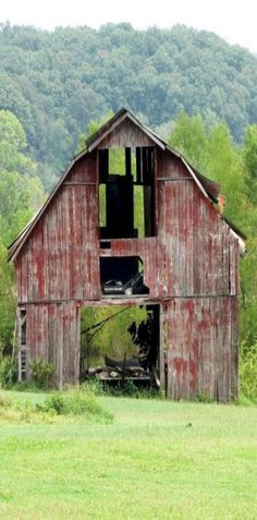 Beautiful Classic And Rustic Old Barns Inspirations No can find Old barns and more on our website.Beautiful Classic And Rustic Old Barns Inspirations No 22 Old Buildings, Abandoned Buildings, Abandoned Places, Farm Barn, Old Farm, Country Barns, Country Life, Country Living, Country Roads