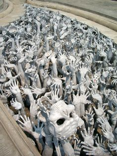 Chiang Rai: Wat Rong Khun - The White Temple (...Have you seen the red fingernail?)