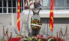 """Para platosë së qendrës sportive """"Boris Trajkovski"""" në Shkup u shënua përvjetori i 12-të nga vdekja e ish-presidentit të Maqedonisë, Boris Trajkovski, i cili humbi jetën më 26 shkurt të vitit 2004 …"""