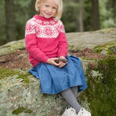 DG406-09 Q-symre kids genser skogsgrønn | Dale Garn Denim Skirt, Prepping, Skirts, Design, Style, Fashion, Threading, Moda, La Mode