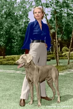 Grace Kelly and her Weimaraner, a wedding present from her brother Jack, Moda Grace Kelly, Grace Kelly Style, Grace Kelly Fashion, Grace Kelly Dresses, Weimaraner, Vizsla, Classic Hollywood, Old Hollywood, Princesa Grace Kelly