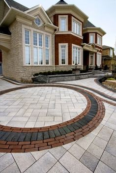 Umbriano driveway with Copthorne and Series 3000 accent