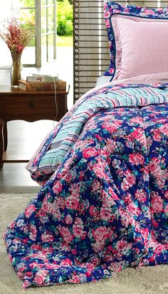 Esse maravilhoso Edredom Macio e de grande qualidade, irá proporcionar o máximo de conforto para suas noites. Com cores vivas e lindas estampas, dará um toque especial no seu ambiente, deixando-o aconchegante e moderno!
