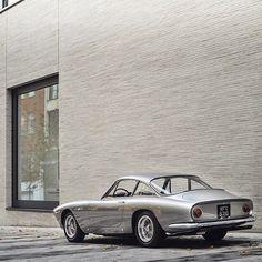 "• Minimal VS Vintage. Ferrari 250 GT/L ""Lusso"" •  By @tfjj #minimal #vintage #lusso #design #bulding #ferrari #mercedesbenz #lamborghini #bugatti #porsche #carporn #vintage #firstpost #first #elegance #lux #luxury #luxurycar #luxurylife #f4f #fashion #cars #londoncars #blacklist #newyork #autoporn #automotive #instacar #follow #carvintage"