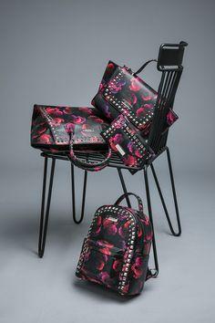 It`s Dark..It`s Glam..It`s DOCA  Για σένα που το στυλ σου είναι σοβαρή υπόθεση, ανακάλυψε την πιο hot glam συλλογή σε ένα κατάστημα DOCA.  #doca #doca fw1718 #fashion #campaign #stilife  #bag #chair #photogarphy Glamour, Chair, Furniture, Home Decor, Recliner, Homemade Home Decor, Home Furnishings, Decoration Home, Chairs