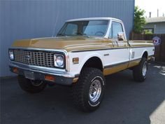 1972 CHEVROLET CHEYENNE 4X4 - Would like this in a different color.....cool truck!