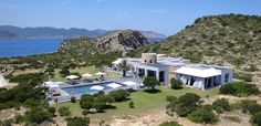 Luxury Accommodations - the mansion