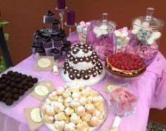 Rincón de la perdición, con trufas, tartas de chocolate y queso, muffins y profiteroles de crema