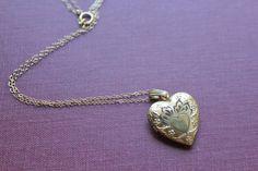 Vintage Gold Heart Locket. #goldheartnecklace #heartnecklace