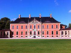 Schloss Bothmer Vorderansicht mit Ehrenhof und Kavaliershäusern