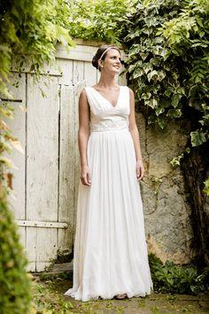 Robe de mariée sur-mesure Chambéry-Grenoble Juliette Deleu Faramond http://juliettedeleufaramond.com crédit photo : utopikphoto
