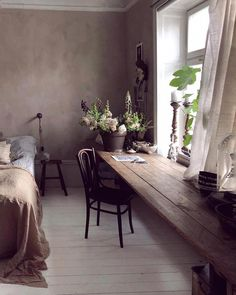 Pick bedding for your romantic bedroom that fixates relaxing romantic colors. Pick bedding for your romantic bedroom that fixates relaxing romantic colors. Home Design, Interior Design, Design Homes, Murphy Bed Plans, Wood Beds, Cheap Home Decor, Home Decoration, Bedroom Decor, Bedroom Rustic