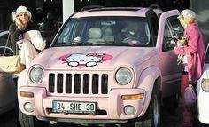 Gündaşım: hello kitty jeep :) (çook şeker)