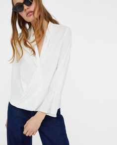 OMSLAGSBLUSE MED PERLER fra Zara - 349 kr