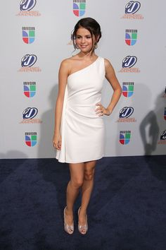 Selena Gomez Photos - Actress/musician Selena Gomez attends the Univision Premios Juventud Awards at BankUnited Center on July 15, 2010 in Miami, Florida. - Univision Premios Juventud Awards - Arrivals