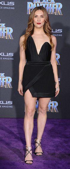 Allison Holker en sexy mini robe noire fourreau