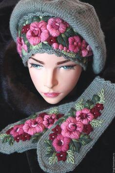 Купить Комплект из берета и варежек с ручной вышивкой Вишневый сок - оливковый, цветочный, болотный цвет