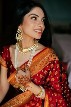 Natural makeup look for the reception! // dewy, natural, traditional indian bridal makeup for brown eyes with soft smokey eye Indian Bridal Makeup, Indian Bridal Wear, Indian Wedding Outfits, Bridal Outfits, Indian Wear, Indian Outfits, Wedding Makeup, Anarkali, Lehenga