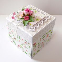 kartkulec: KWIATOWE PUDEŁKO KOMUNIJNE Diy Gift Box, Diy Box, Diy And Crafts, Paper Crafts, Handmade Crafts, Fabric Covered Boxes, Scrapbook Box, Exploding Box Card, Gift Wraping