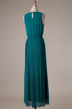 Sleeveless round neck banded waist pleated woven maxi dress with Lining