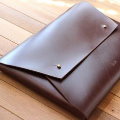 HollyMonkeyArtcraft shared a new photo on Etsy Dark Brown Leather, Cow Leather, Leather Craft, Leather Bag, Macbook Pro Retina, Diy Leather Projects, Leather Engraving, Leather Laptop Case, Macbook Sleeve