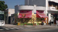 """""""El árbol de la Vida"""" (Klimt) mural realizado en la esquina de Camarones y Segurola"""