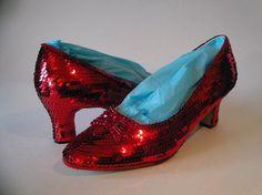"""A los zapatos rojos de """"El Mago de Oz"""" no los quiere nadie.  Segui leyendo:  http://www.ronniearias.com/look-dujour/los-zapatos-rojos-de-el-mago-de-oz_4637.html"""