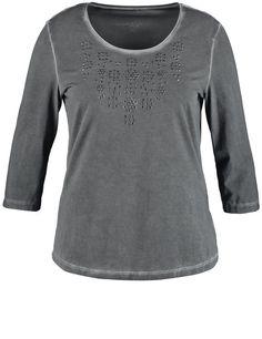 Een shirt in glamoureuze stijlvolle vintage look! De trendy kleur met fade-out effecten staat in contrast met de modieuze glamoureuze stenen applicati...