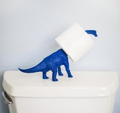 Animals toys to the paper roll holder