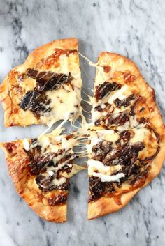 Short Rib Pizza with Caramelized Onions and a Smoked Gouda Cream Sauce ...