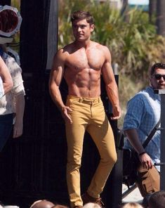 zac efron robert de niro have shirtless contest on set 20 Cody Christian, Pretty Men, Gorgeous Men, Keanu Reeves, Zac Efron Pictures, Camilla Belle, Austin Mahone, Hommes Sexy, Age Of Ultron