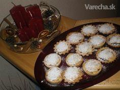 Vianočné koláčiky - Mincepies (fotorecept) - recept | Varecha.sk Muffin, Pie, Breakfast, Food, Basket, Torte, Morning Coffee, Cake, Fruit Cakes
