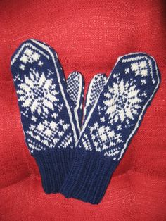 Nordic Knit Snowflake Mittens in Blue and White by skybluewater, $40.00