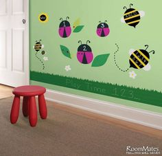 Cum poti inspira un prescolar sa inceapa sa scrie... ceva... ? Colorand un spatiu de joaca doar al lui.... E timpul sa incercati!  #stickere, #stickereprescolari, #stickerescris Wall Decals, Design, Home Decor, Decoration Home, Room Decor, Home Interior Design, Home Decoration, Interior Design