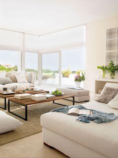 salon-blanco-con-mesas-de-centro-hierro-y-madera 303897