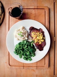 Steak with cauliflower mash. Hemsley & Hemsley's nutritious take on a classic British dish Beef Recipes, Whole Food Recipes, Cooking Recipes, Healthy Recipes, Healthy Foods, Creamy Mashed Potatoes, Mashed Cauliflower, Hemsley And Hemsley, British Dishes