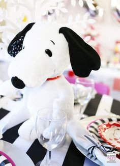 | Peanuts Valentine's Day Party! | http://soiree-eventdesign.com