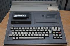 Onze eerste computer thuis was een Philips P2000T thuiscomputer. Enorm gevaarte met geïntegreerd toetsenbord en een naar verhouding piepkleine monitor.