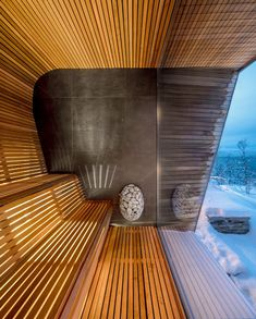 This modern house has a sauna with curved wood seating and relaxing views of the surrounding area. Spa Design, Design Sauna, Design Ideas, Post Modern Architecture, Interior Architecture, Modern Saunas, Sauna House, Modern Wooden House, Piscina Interior