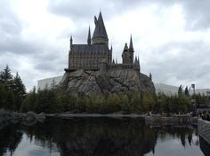 What's Different at Universal Studios Japan's Wizarding World of Harry Potter Universal Studios Japan, Go To Japan, 10th Birthday, Castles, Hogwarts, Tokyo, Harry Potter, World, Travel