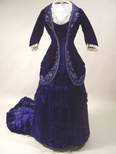 Gail #Carriger posted this as a dress for Countess Nadasdy, a #vampire queen from her #Parasol Protectorate steampunk-ish series