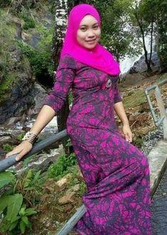 Beautiful Muslim Women, Beautiful Hijab, Hijabi Girl, Girl Hijab, Ootd Hijab, Hijab Chic, Dressy Dresses, Tight Dresses, Muslim Women Fashion