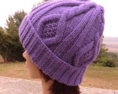 Bonnet Fantaisie - Style Irlandais - A torsades - En laine - Bonnet d'Hiver -  Homme Femme - Tricoté à la main Crochet Christmas Hats, Knitted Hats, Crochet Hats, Violet, Family Christmas, Creations, Winter Hats, Boutique, Trending Outfits