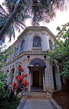 vedado home - Cuba. Cuba Pictures, World Pictures, Vinales, Varadero, Beautiful Islands, Beautiful Places, Cuban Architecture, Vintage Cuba, Going To Cuba