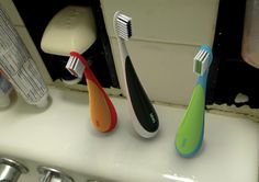DEWS Toothbrush: It stands upright by itself!