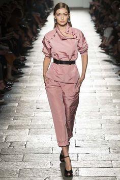 ELLE lämnar Londons Fashion Week och vänder blicken mot Milano. Här väljer vi ut de snyggaste looksen från alla designers vårkollektioner under veckan.