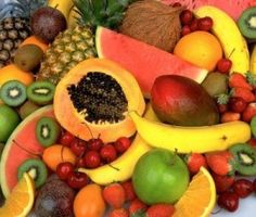 Tropical Fruits – Fruits like papaya and kiwi are sources of vitamin E. Think about getting these exotic foods that are increasingly easy to find at your local supermarket.I would become a vegan. Hawaiian Fruit Salad, Kiwi, Fruit Recipes, Healthy Recipes, Healthy Fruits, Eating Healthy, Healthy Bodies, Healthy Options, Healthy Meals