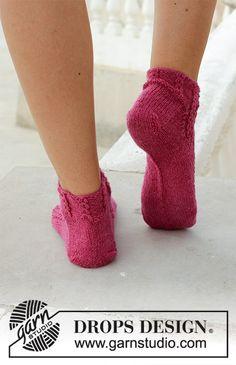 Ravelry: Sakura pattern by DROPS design Drops Design, Knitting Patterns Free, Free Knitting, Free Pattern, Magazine Drops, Knitting Socks, Mitten Gloves, Ciabatta, Leg Warmers